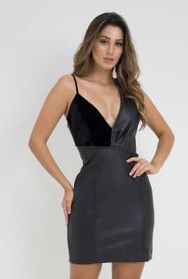 Vestido curto em couro
